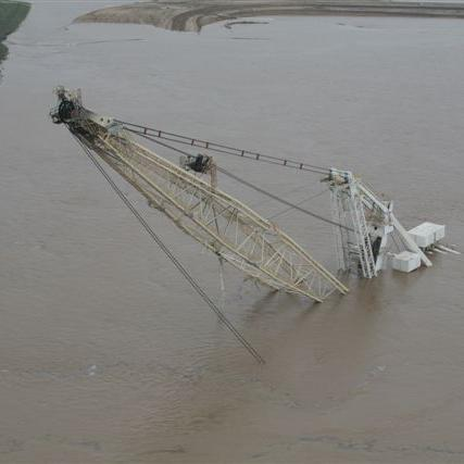 IDragline under water Ensham.